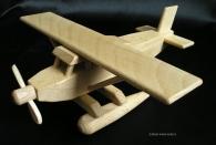 Hydroplán - dřevené letadlo s plováky
