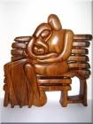 Zamilovaní na lavičce - dřevěná plastika