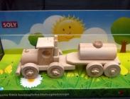 Cisterna kamion hračka ze dřeva