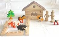Zvířecí farma, hračky a stavebnice ze dřeva.