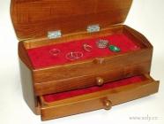 Šperkovnice dřevěná s širokými šuplíky české výroby