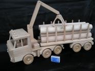 Nákladní auto, hračka tahač dřeva s návěsem a kládama