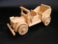 Autíčko autoveterán, osobní vozidlo, hračka ze dřeva