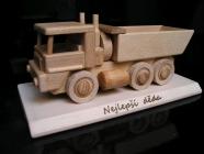 Nákladní auto na podstavě - dárky pro muže k výročí