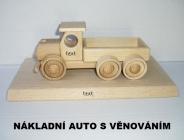 Nákladní auto na dřevěné podstavě s trnem