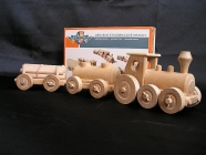 Stavebnice nákladní vláček s vagónky. Klasické retro hračky pro děti.