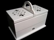 Bílá dřevěná kazeta, box, košík, krabička na šití a šicí potřeby