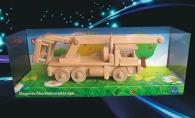 Nákladní auto TATRA s pohyblivou plošinou, dřevěné hračky