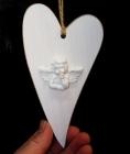 Dřevěné bílé srdce s andělem, závěsná dekorace
