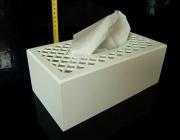 Bílá dřevěná krabička škatulka na papírové kapesníky