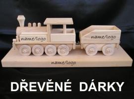 Parní lokomotiva na dřevěném podstavci s věnováním