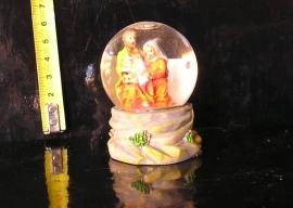 Soška sněžítko, skleněná koule svatá rodina, ježíš