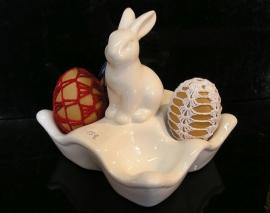 Dekorační keramický podnos stojan na velikonoční vajíčka zajíc