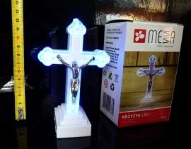 Modře svítící modlitební kříž, křížek s ježíšem, krucifix