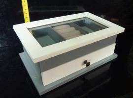 Krabička na šperky a prstýnky, patrová bílá