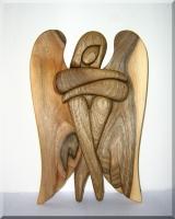 Dřevěná soška anděl materiál OŘECH. 24 cm