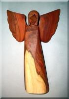 Andělé ochránci, dřevěné sošky, materiál švestka, 18 cm