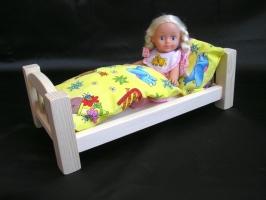 Postýlka pro panenky s peřinkami. Krásné postýlky pro holčičky na hraní.