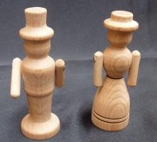 Tatínek a maminka, figurky ze dřeva.10 cm.