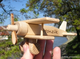 Malé letadlo - dvouplošník ze dřeva, hračka