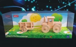 Lesní traktor s vlečkou. Dřevěné hračky