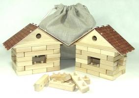 Kostky. Stavebnice 2 domečky z bezpečných bukových kostek. Hračka.