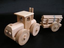 Traktor ze dřeva - dřevěné hračky