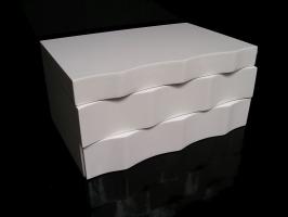 Bílá dřevěná šperkovnice patrová se šuplíčky a zrcadlem