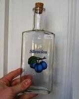 Láhev sklo potisk švestka na alkohol slivovici