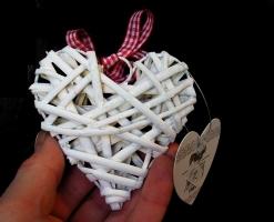 Proutěné srdce bílé, dekorace dárek