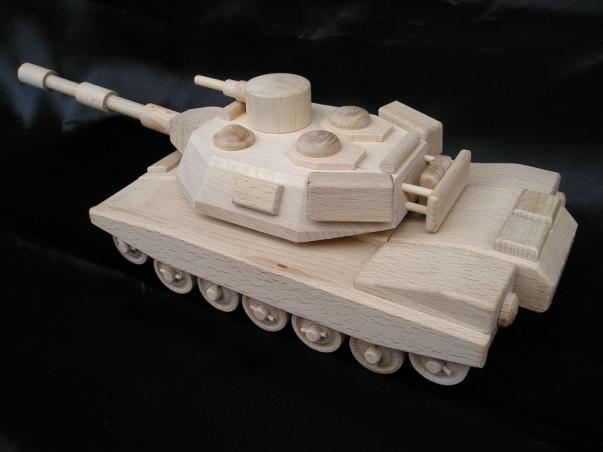 Americký tank ABRAMS. Hračky ze dřeva.