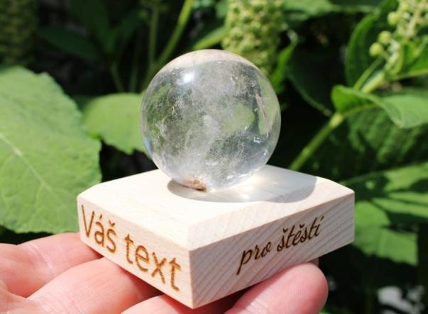 Křišťálová koule na podstavě s možností textu