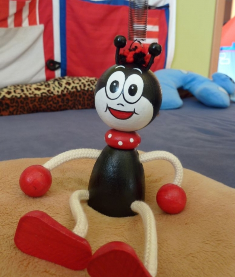 Ferda mravenec hračka na pružině