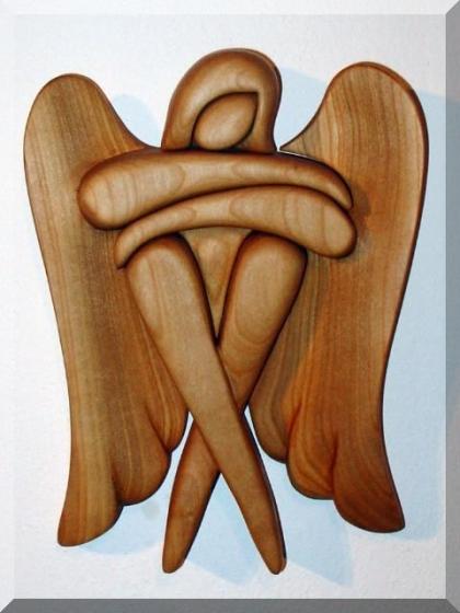 Sedící anděl . 24 cm, dřevěné sošky svatých