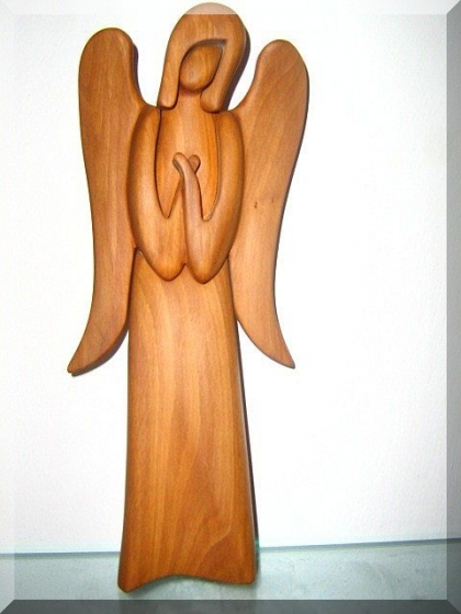 Dřevěná soška Anděl strážný VI. , v. 23 cm