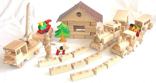 Železniční depo pro vláčky. Didaktické hračky, stavebnice.