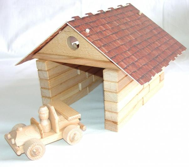 Dřevěná garáž s autíčkem - česká stavebnice, hračka
