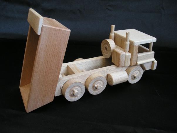 Dřevěné nákladní auto Tatra - s vyklápěčkou, hračka