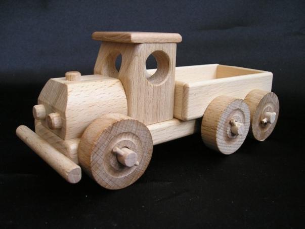 Malý náklaďáček s korbou, dřevěné hračky