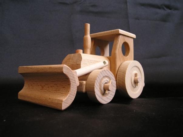 Dětský traktůrek s radlicí. Dárky a hračky pro kluky.