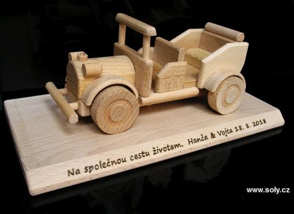 Veterán auto - dřevěný dárek na podstavě