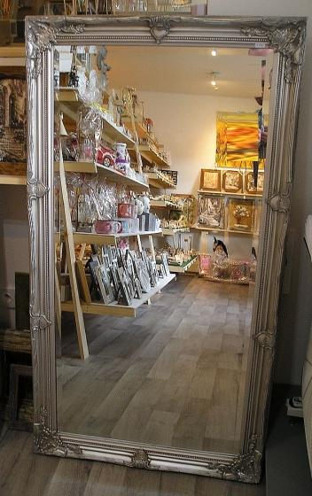Zrcadlo na zeď, stříbrný dřevěný rám