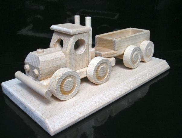 Dárek po řidiče nákladního auta, dřevěné auto