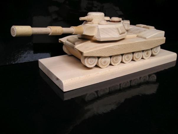 Vojenský tank, dárek na postavě