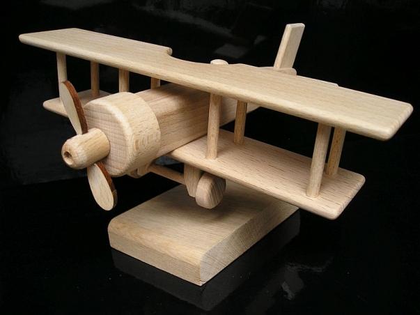 Dárek letadlo dvouplošník na stojánku