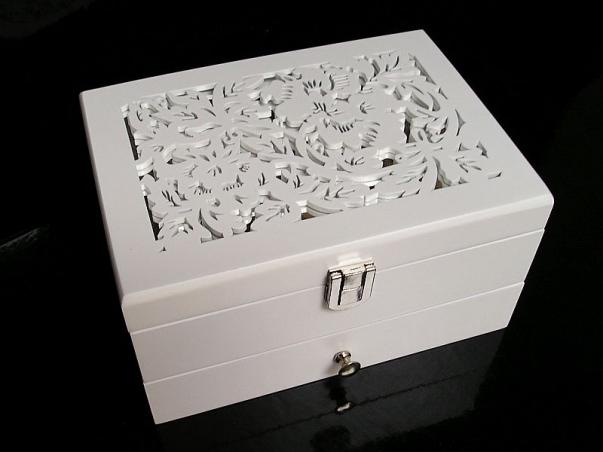 Šperkovnice bílá dřevěná patrová se zrcadlem
