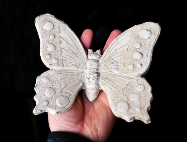 Motýl kamenina, zahradní dekorace