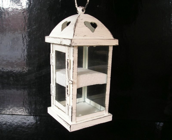 Bílá dekorační lucerna, lampa na svíčku