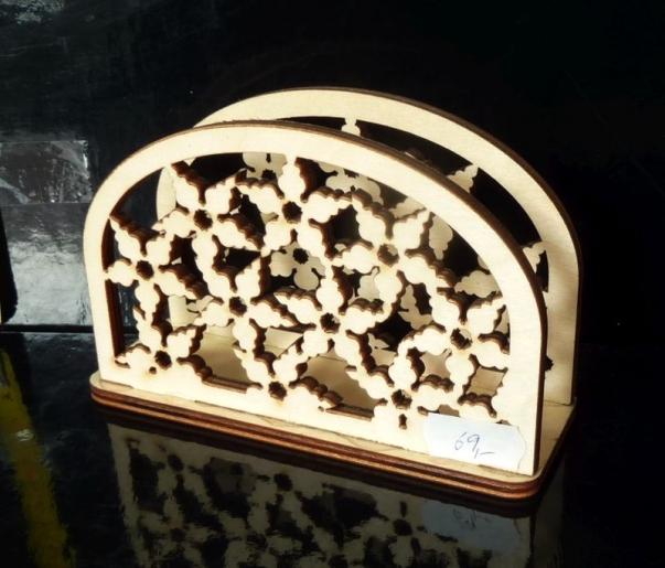 Dřevěný dekorační stojánek na papírové ubrousky
