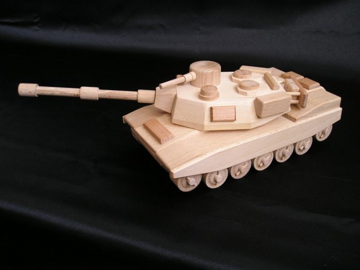 tank-ze-dreva-na-hrani-pro-kluky